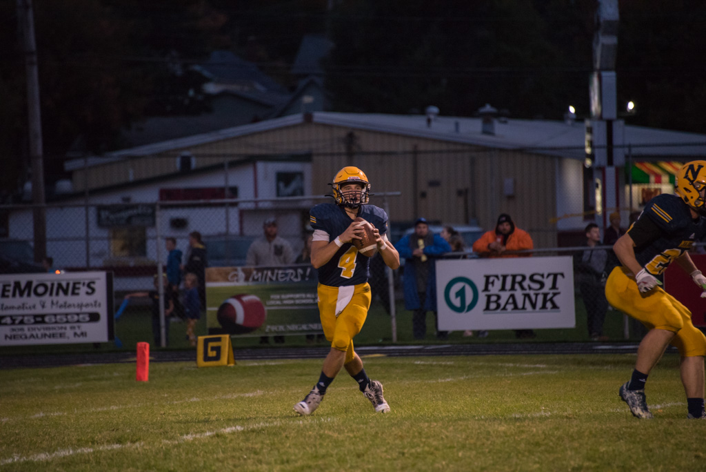 Miners Quarterback looks for an opening.